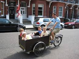 christiania-child-and-baby-in-cargo-scuolabus-cargobike