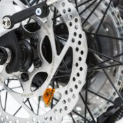 2.disk brakes and quick release for both wheels